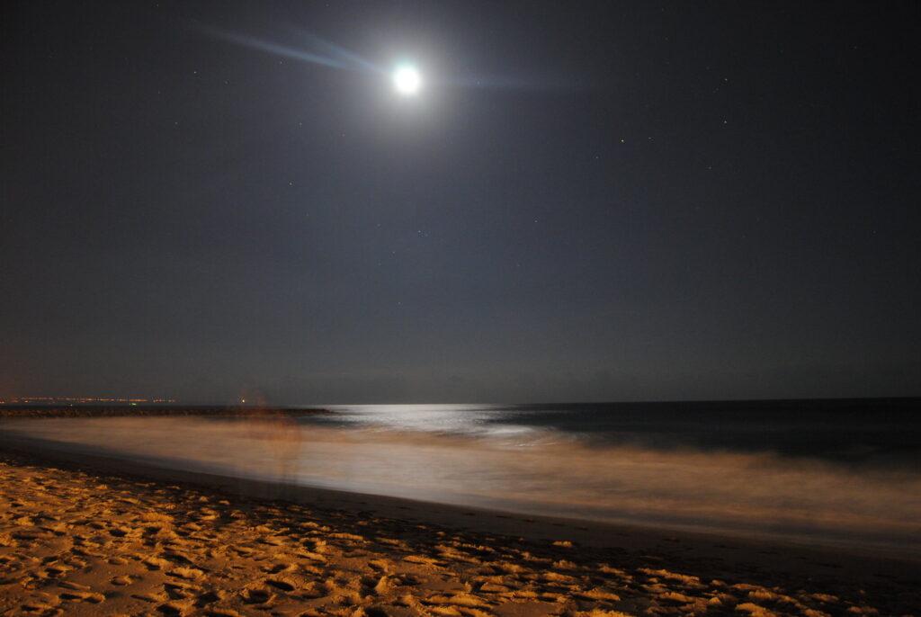 Costa da Caparica à noite por Nuno Tiago